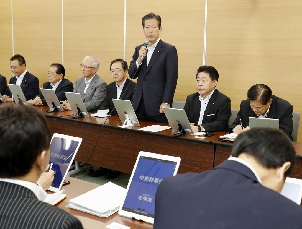 公明党の中央幹事会であいさつする山口代表=5日午前、東京都新宿区の党本部