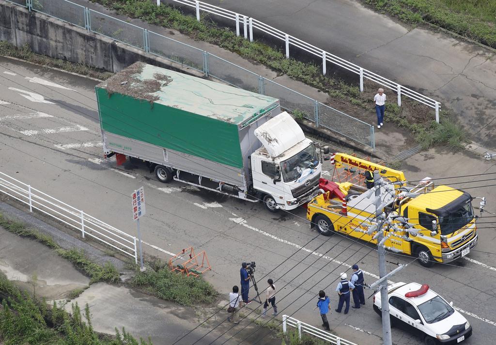 トラックで男性心肺停止 冠水道路に立ち往生、三重
