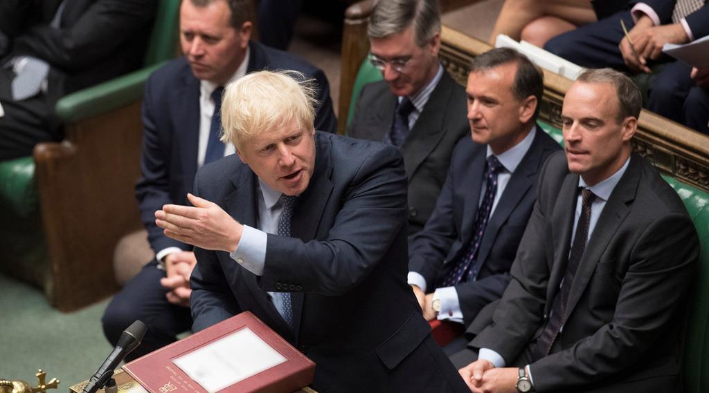 英下院で語るジョンソン首相=4日、ロンドン(ロイター)