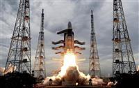 インド月探査機、着陸失敗か 月の南極に着陸目指す