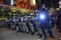 香港当局が空港デモ封じ込め 鉄道やバスなど運行制限を実施