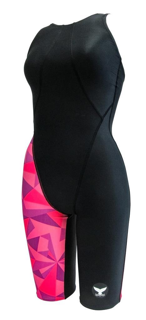 山本化学工業が開発した新素材「TX5」を採用した競泳用水着(同社提供)