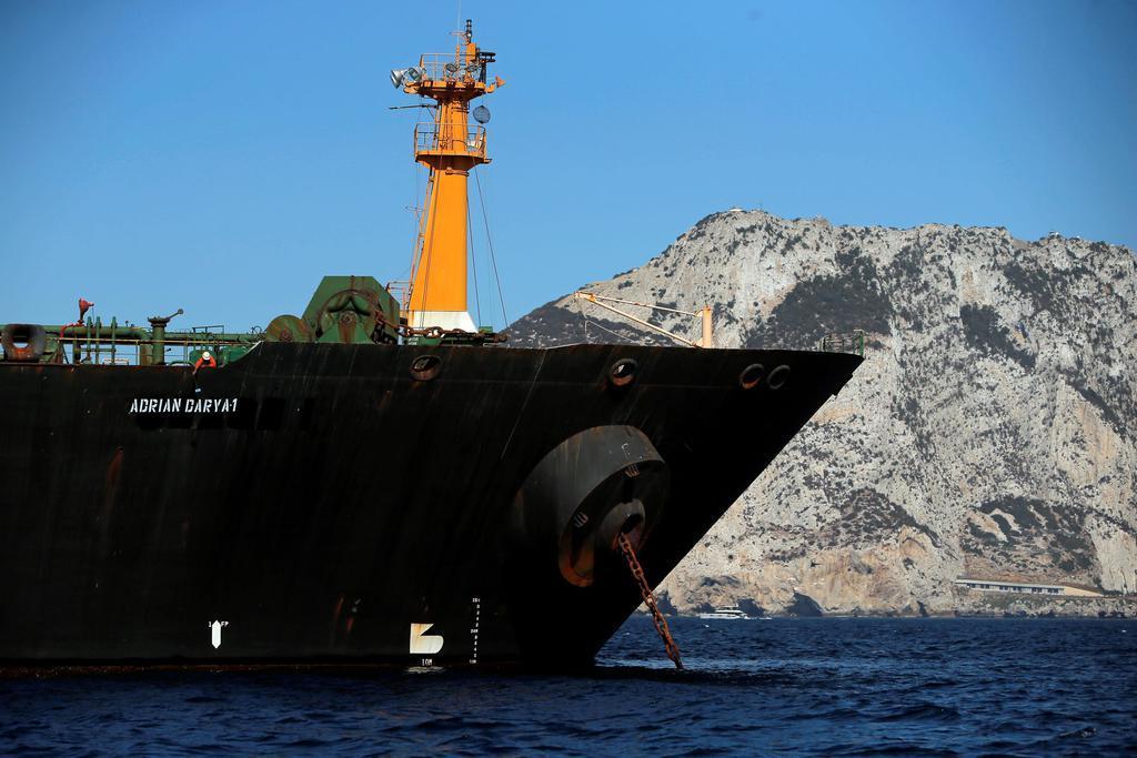 係留されたイランの大型タンカー=8月18日、英領ジブラルタル(ロイター)