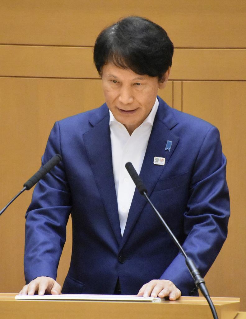 鹿児島県議会本会議で発言する三反園訓知事=10日