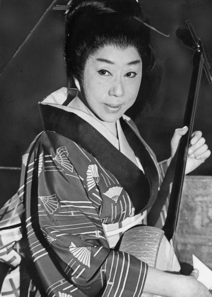 山田五十鈴(女優)「たぬき」の立花家橘之助の役を演じ、芸に増々磨きがかかる