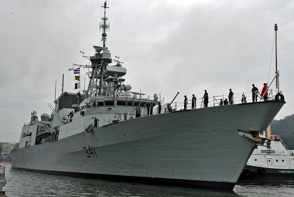 カナダ海軍のフリゲート艦「オタワ」=8月、京都府舞鶴市