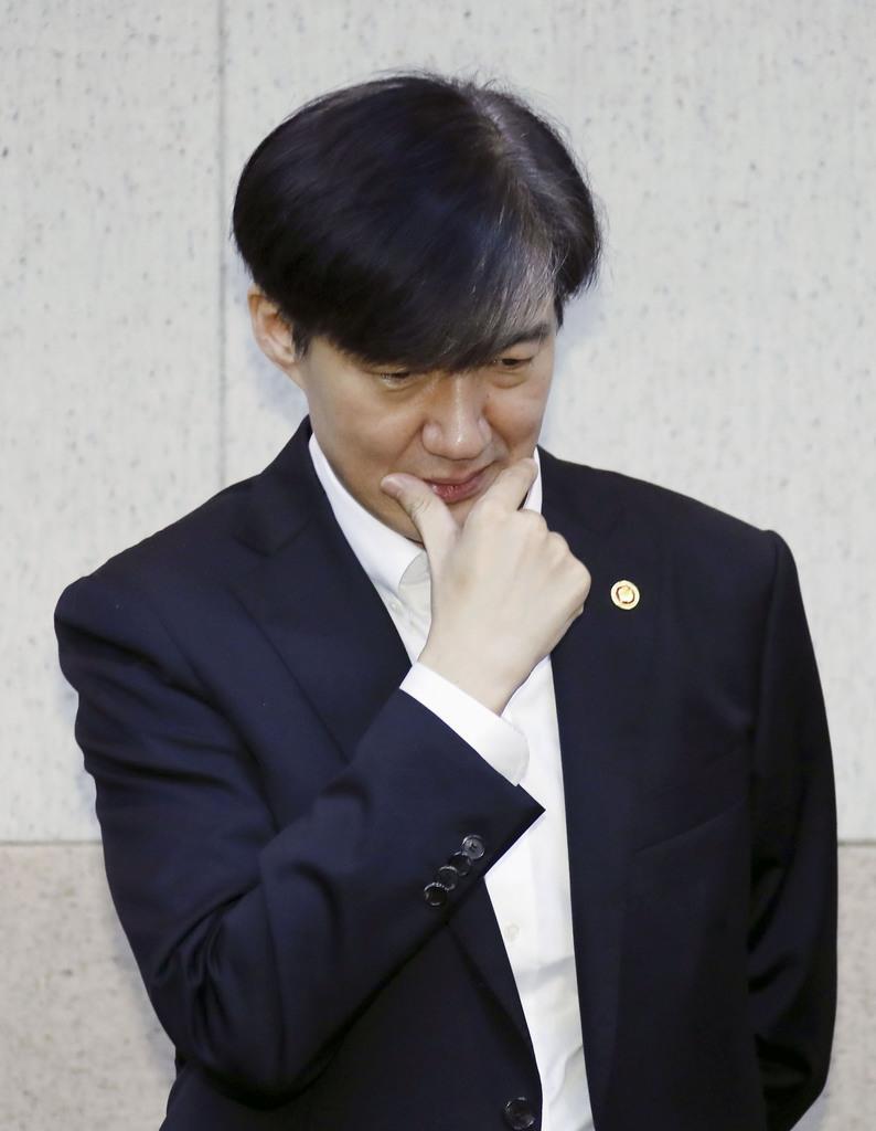 10日、ソウル市内で開かれた閣議に初参加した韓国のチョ・グク法相(聯合=共同)
