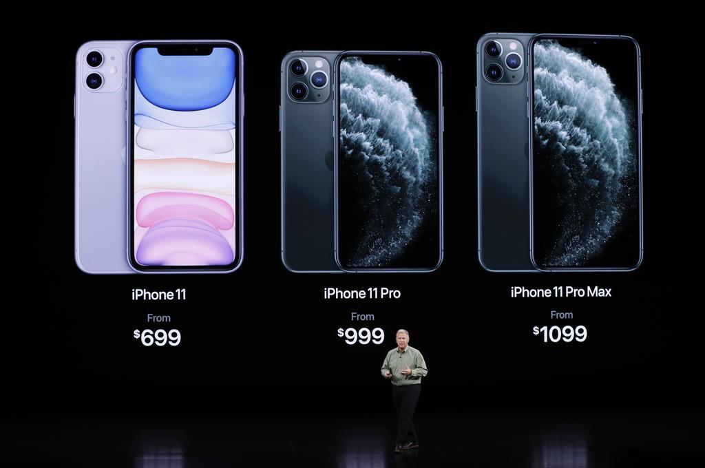 新型アイフォーン11の発表会=10日、米カリフォルニア州のアップル本社(ロイター)