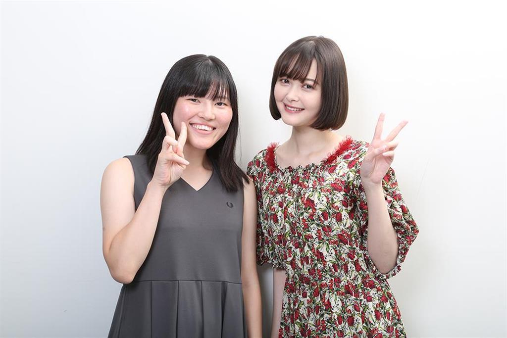 同世代で刺激し合う玉城ティナ(右)と高校生の伊藤佑里香監督(C)フジテレビ