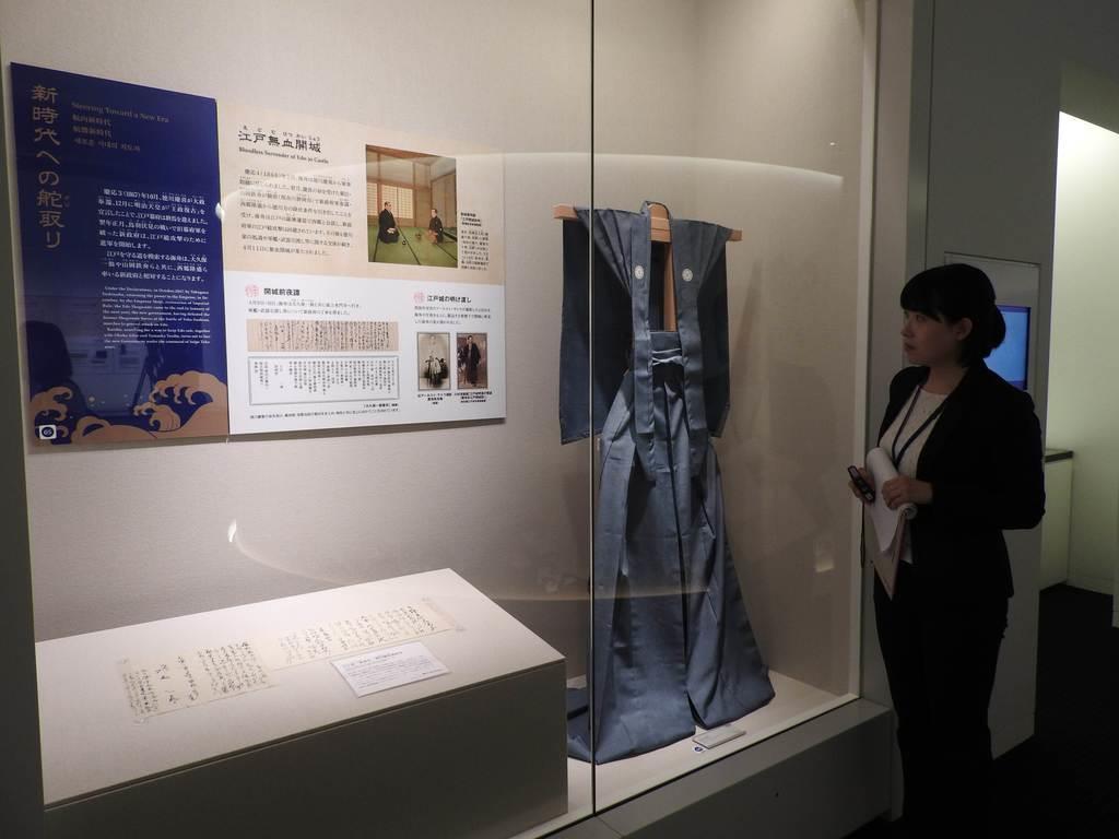 7日にオープンした東京都大田区立勝海舟記念館。「江戸無血開城」のコーナーには、初公開の勝あて大久保一翁書状(左下)が展示されている(関厚夫撮影)