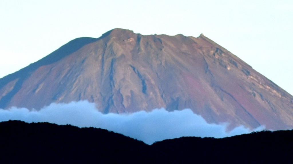 富士山の山頂付近=8月5日、甲府市から(渡辺浩撮影)