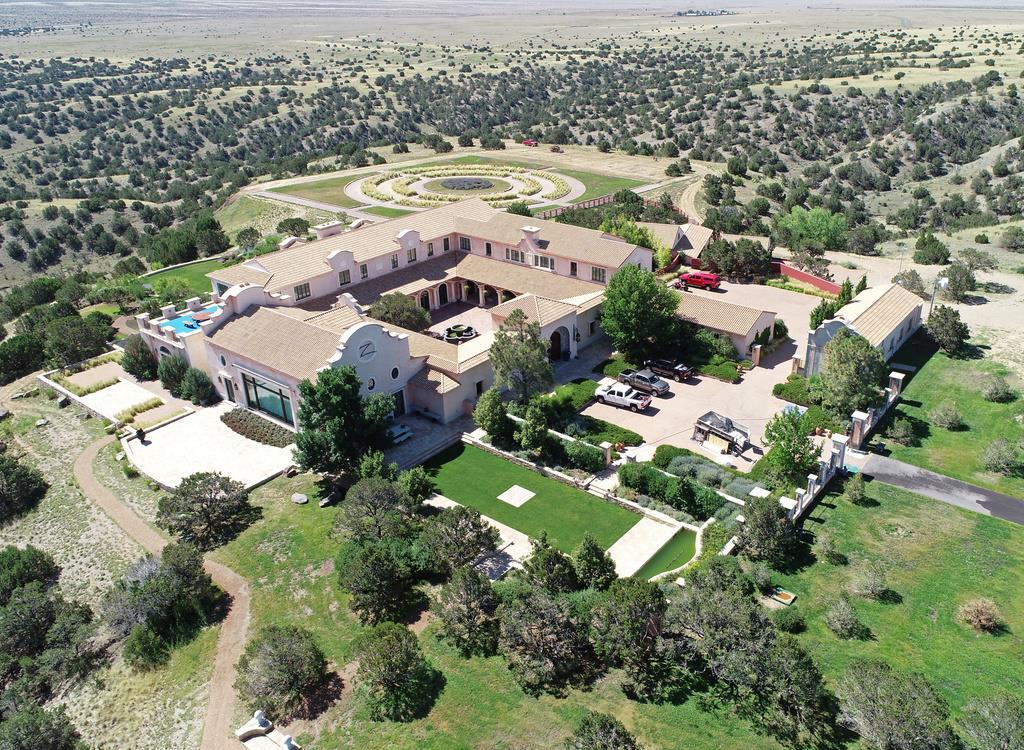 ジェフリー・エプスタイン被告のニューメキシコ州の居宅。ここで自身のDNAを持つ子供を女性に妊娠させる計画を持っていたという(ロイター)