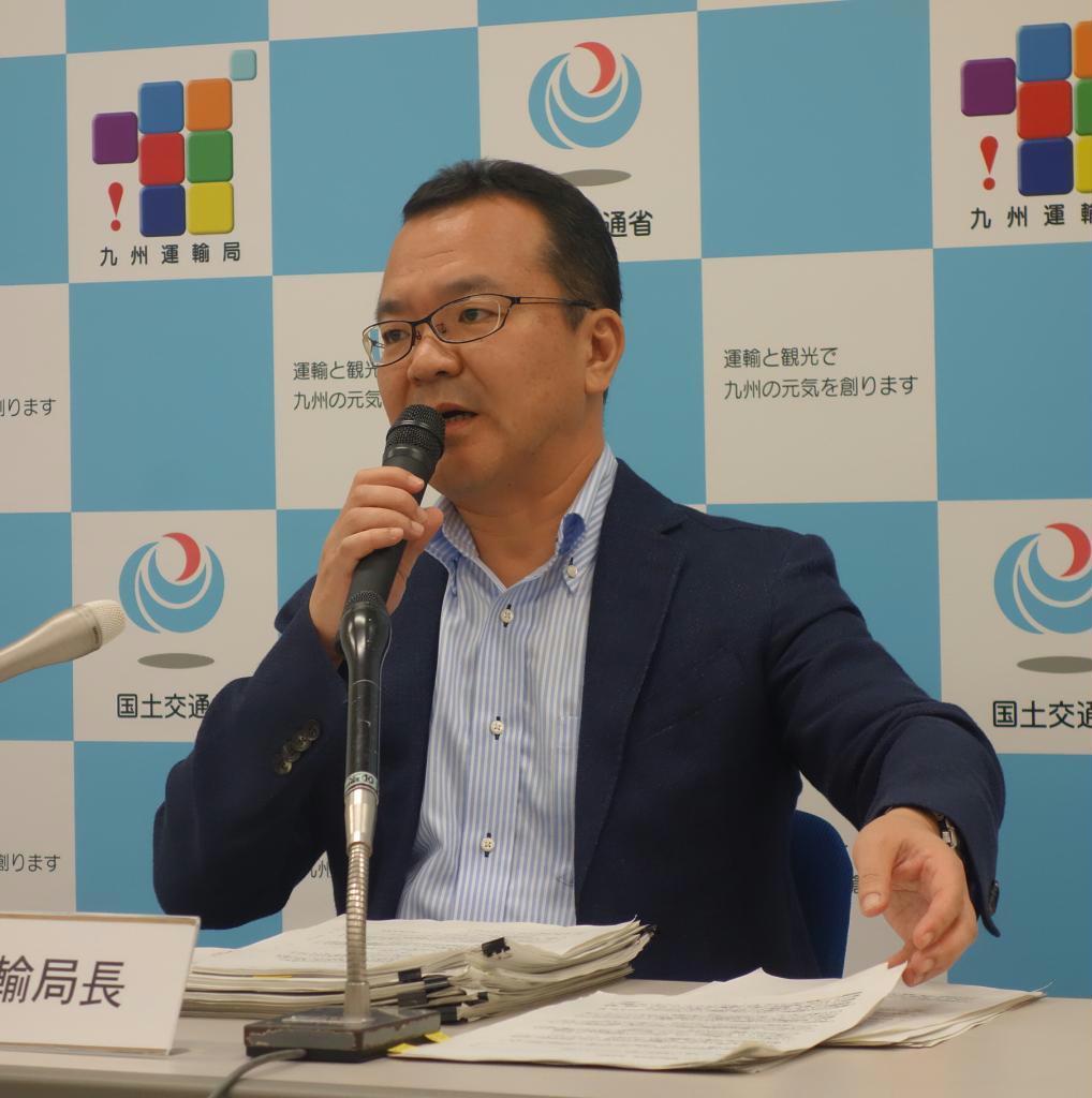 九州への入国者数について説明する九州運輸局の岩月理浩局長