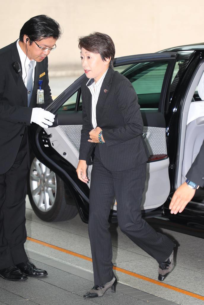 首相官邸に入る橋本聖子氏=11日、東京都千代田区(萩原悠久人撮影)
