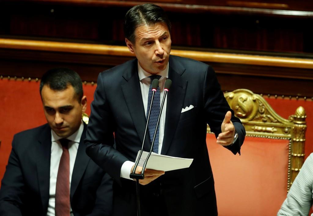信任投票に先立ち、演説するイタリアのコンテ首相=10日(ロイター)