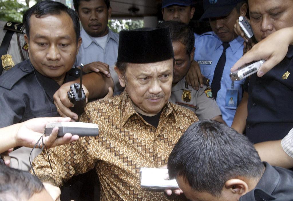 インドネシアのハビビ元大統領が死去 スハルト政権後に就任 東 ...
