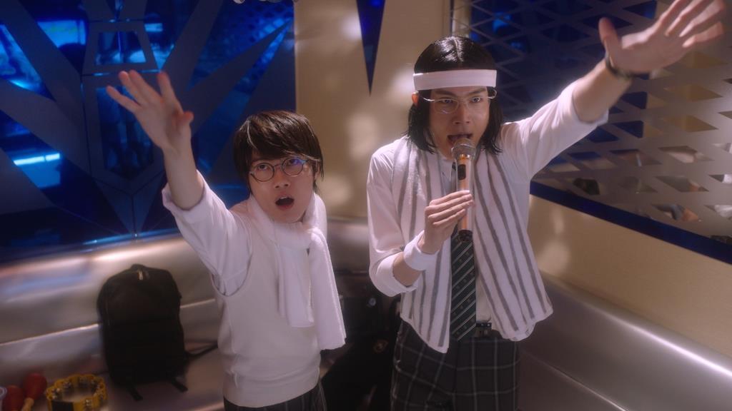 息の合った振り付けで、2人の仲のよさがにじみ出ている神木隆之介さん演じる高杉くん(左)と中川大志さん演じる細杉くん