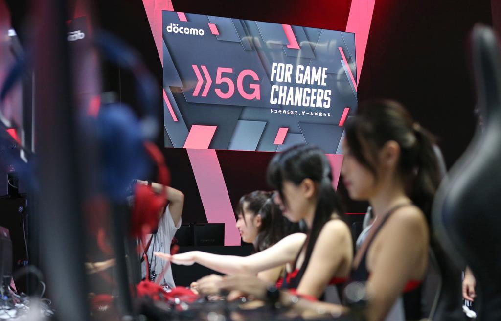一般公開を前に、関係者に向けて東京ゲームショウ2019が始まった。5Gが体験できるNTTドコモのブース=12日午前、千葉市(佐藤徳昭撮影)