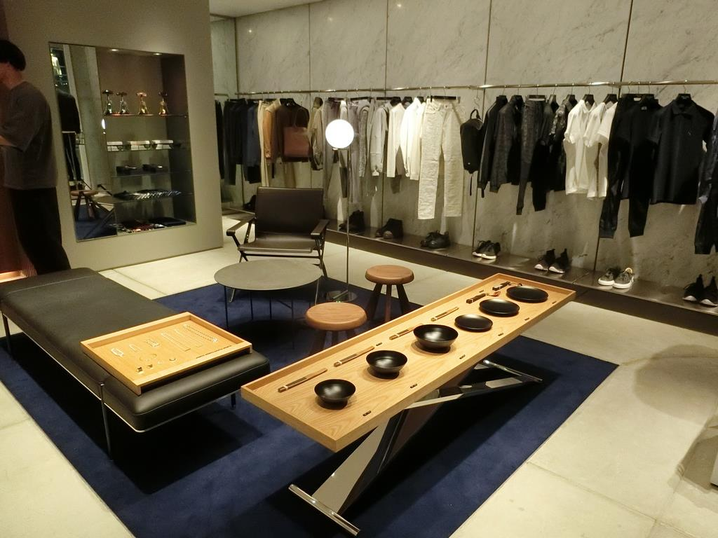 三陽商会が13日にオープンする「エポカ ウォモ」初の直営店=12日、東京都渋谷区