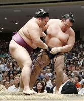朝乃山、鶴竜倒し初金星 幕内通算100勝飾る 大相撲秋場所5日目