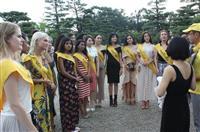世界遺産「美の表敬」仁徳陵に新ミスコン各国代表