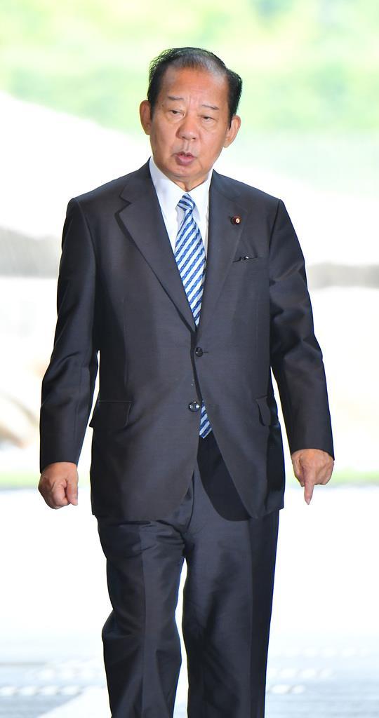 与党党首会談にのぞむ自民党の二階俊博幹事長=11日午後、首相官邸(三尾郁恵撮影)