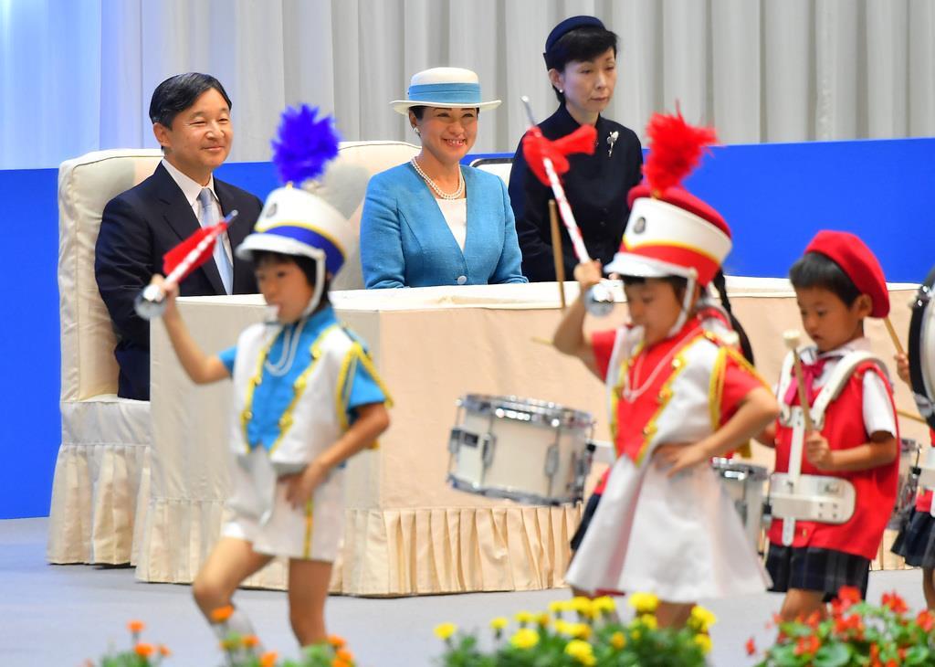 全国豊かな海づくり大会に臨席される天皇、皇后両陛下=8日午前、秋田市(三尾郁恵撮影)