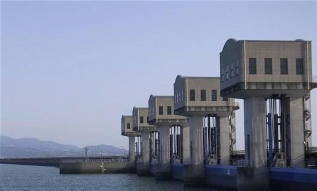 諫早湾潮受け堤防の北部排水門