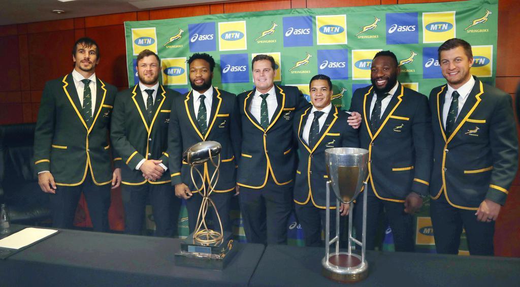 南アフリカで捜査対象となった同国代表のエベン・エツベス(左端)=8月12日、ヨハネスブルク(AP)