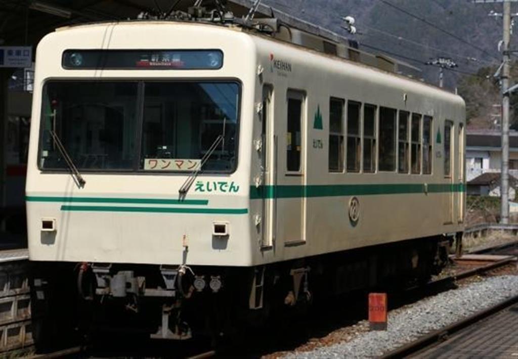 ラッピング車両として運行される叡山電車