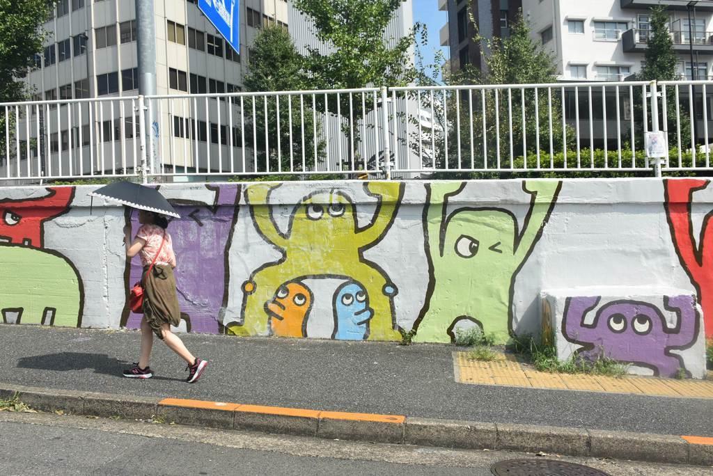 落書きを消して描き直した壁画=10日、東京都目黒区(斎藤有美撮影)