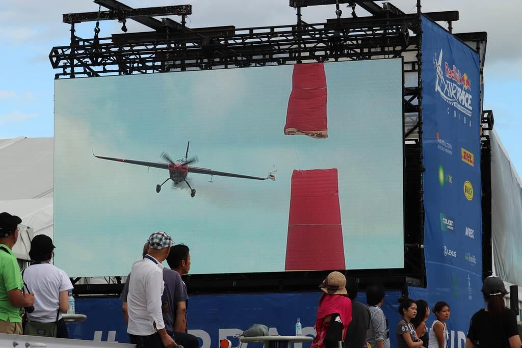 予選でパイロンヒットしたベン・マーフィー選手(英国)の機体=7日、千葉市美浜区(白杉有紗撮影)