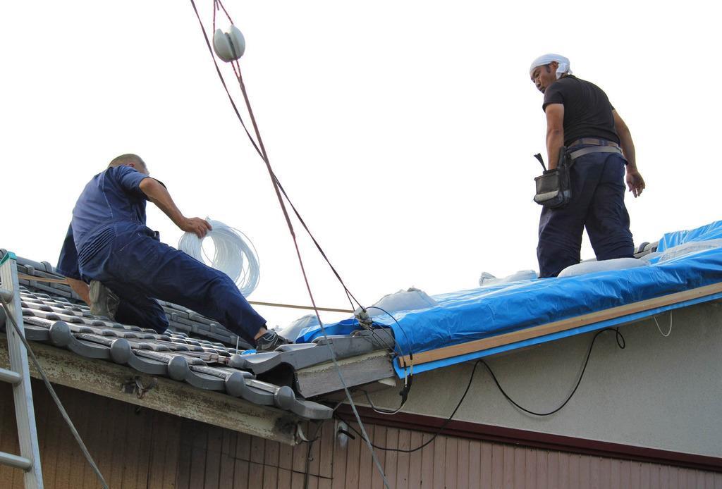 台風に伴う大規模停電から1週間。復旧が遅れ、住民の披露はピークに達している=千葉県君津市