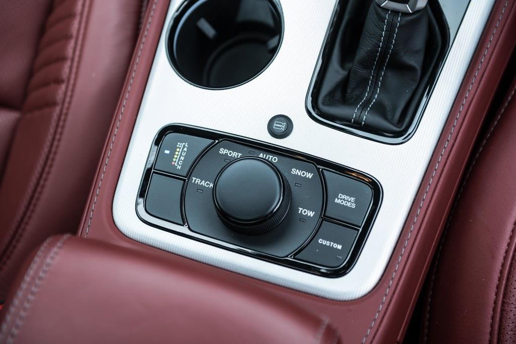 電子制御式4WDのスウィッチはセンターコンソールにある。