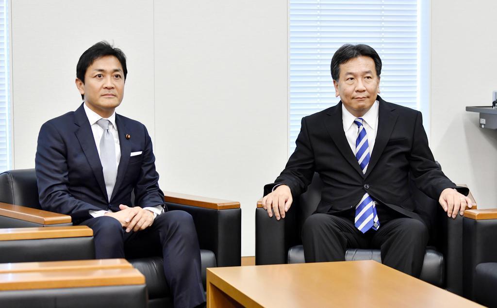 会談に臨む国民民主党の玉木代表(左)と立憲民主党の枝野代表=8月、国会