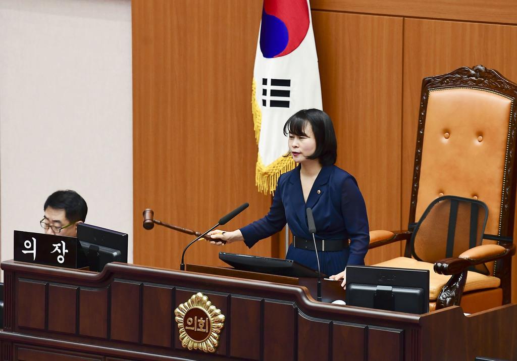 「戦犯企業」の製品を購入しないよう努力義務を課す条例案を可決した韓国の釜山市議会=6日(共同)