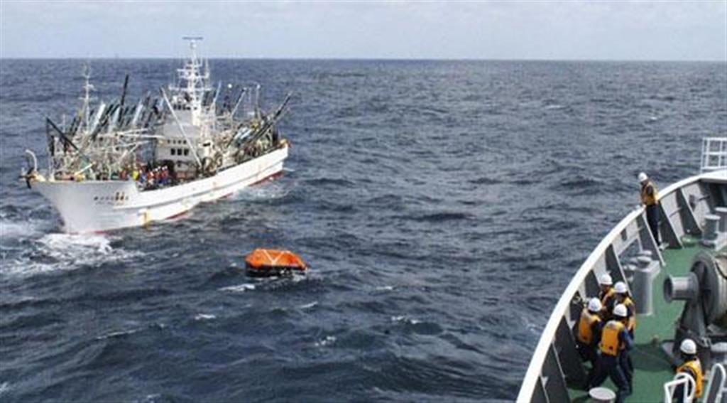 救命いかだ発見も人影なく 安否不明8人のサンマ漁船