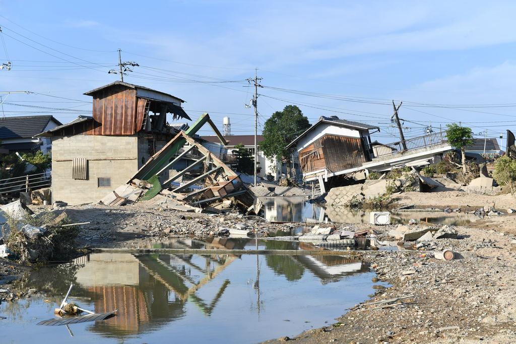 昨年7月の西日本豪雨で濁流の被害を受けた住宅=岡山県倉敷市真備町地区(沢野貴信撮影)