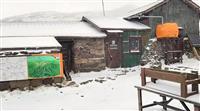 大雪山系黒岳で初雪 積雪2センチ、平年並みの早さ