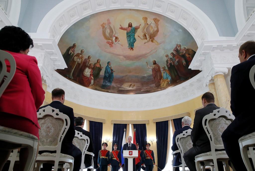 新議員が集まって開かれたモスクワ市議会=17日、モスクワ(ロイター)