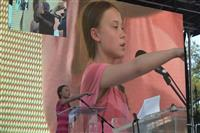 温暖化対策求め 世界各地で若者がデモ 「大人たちよ、行動を」