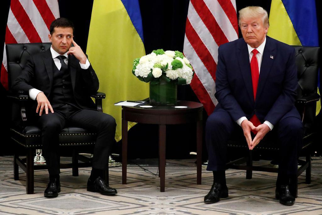 米ニューヨークで会談したトランプ大統領(右)とウクライナのゼレンスキー大統領=9月25日(ロイター)