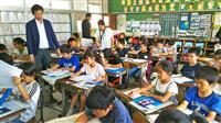 児童が環境問題の新聞作り NIE出前授業 茨城・石岡
