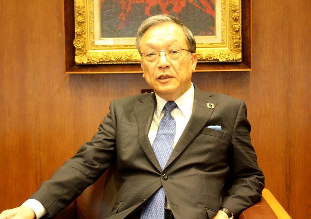 インタビューに答える西日本シティ銀行の谷川浩道頭取=26日、福岡市博多区