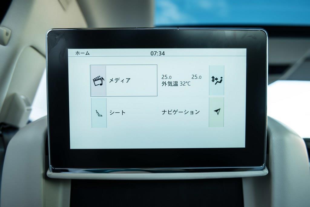 10.2インチのリアシート用エンターテインメント・システム・モニターはオプション。