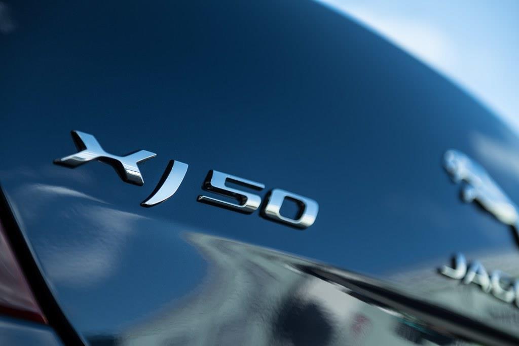 XJ50は、XJシリーズ登場から50周年を記念した限定モデル。