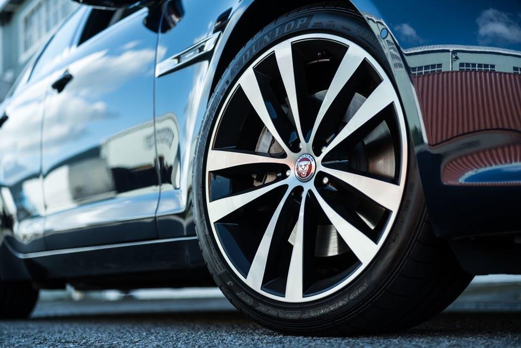 タイヤサイズはフロント245/40ZR20、リア275/35ZR20。装着していたタイヤはダンロップの「SP SPORT MAXX GT」。
