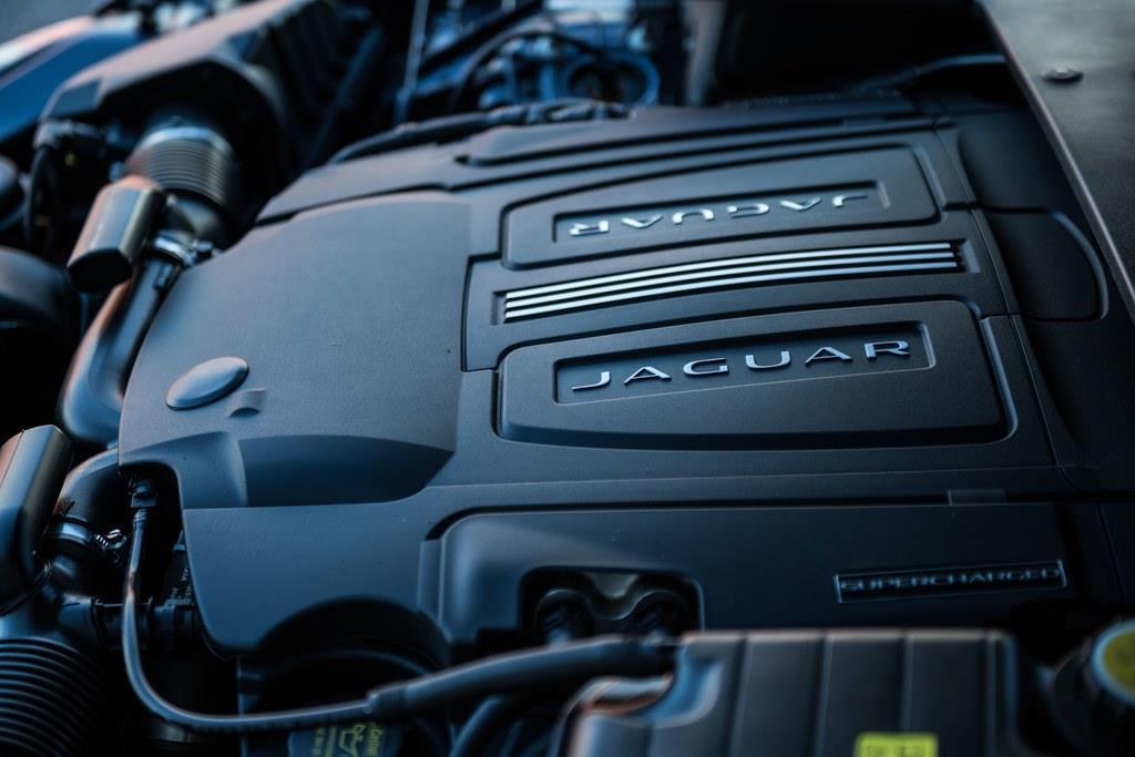 搭載するエンジンは、2994ccV型6気筒DOHCスーパーチャージド付き(340ps/6500rpm、450Nm/3500rpm)。