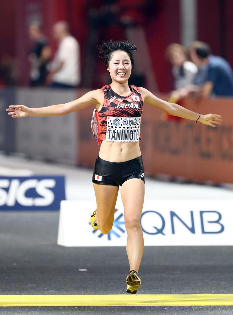世界陸上2019 女子マラソン、7位入賞でフィニッシュする谷本観月=28日、ドーハ(桐山弘太撮影)