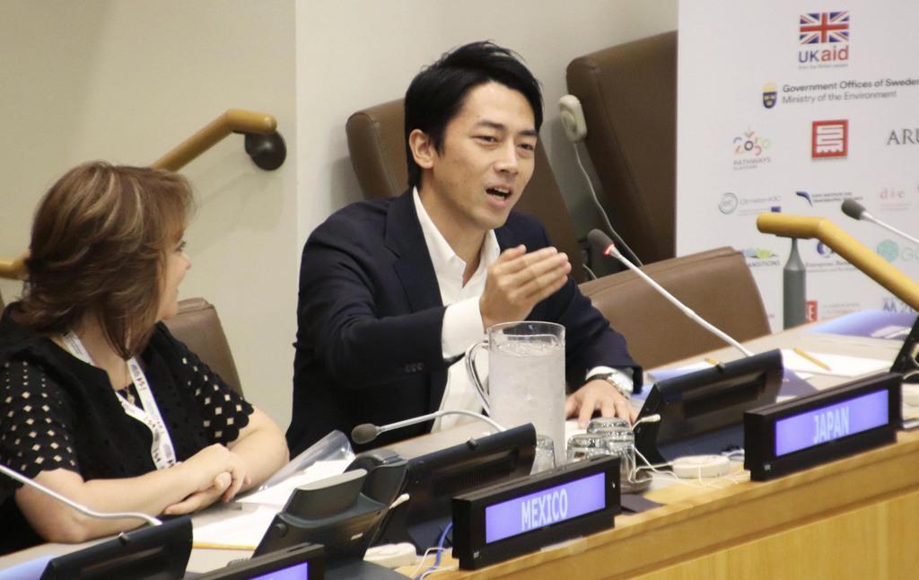 国連本部で開かれた環境関連会合でスピーチする小泉環境相=22日、米ニューヨーク(共同)